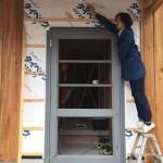 裾野の家 / 玄関扉設置