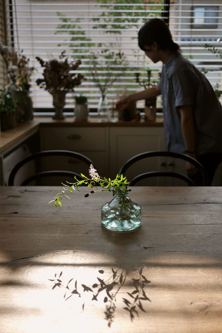 テーブルの花_渡部