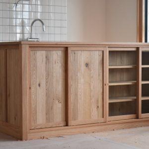 馴染む家 / 無垢の木の作業台
